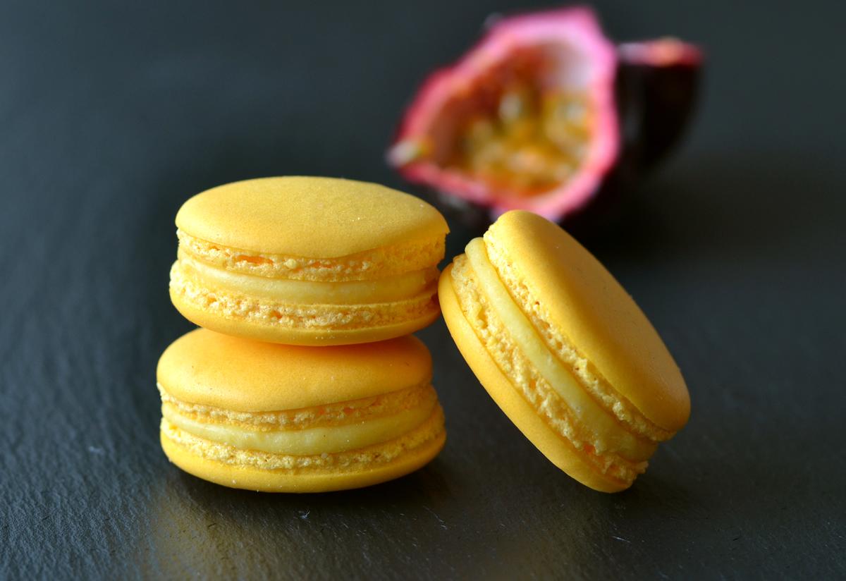 passionfruit ganache macaron-homeandcake.dk