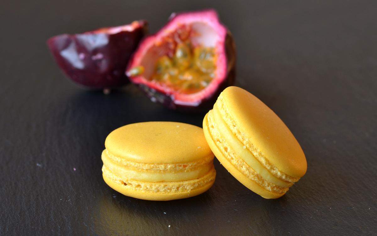 passionsfrugt macaron - homeandcake.dk